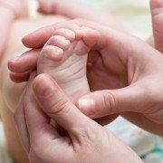 Грибок на ногах и ногтях у детей: симптомы и лечение микозов у ребенка